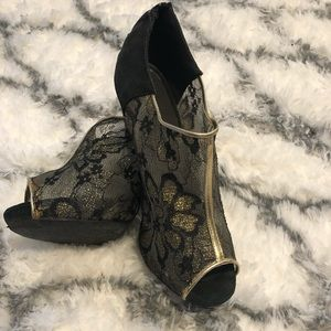 Black and Gold Avon Heels size 10
